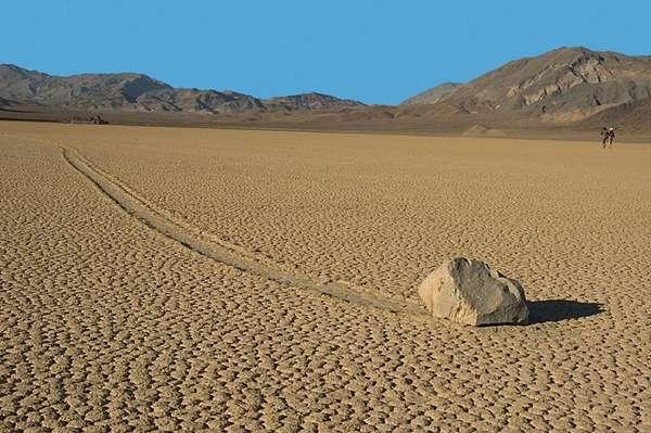 Misteri Batu Berjalan Death Valley
