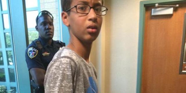 Ahmed Mohamed, Bocah Muslim 14 Tahun Ini Ditangkap Karena Membuat Jam!