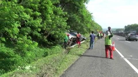 Bus Wisata Terguling di Tol Cipularang, 6 Orang Luka Parah