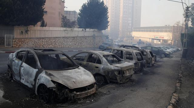 Palestina Bantu Israel Padamkan Kebakaran