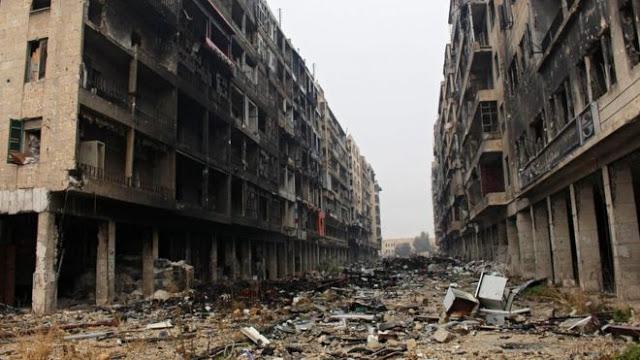 Salah satu sudut kota Aleppo yang hancur lebur akibat perang sengit selama beberapa bulan, Selasa 13 Desember, setelah Rusia menyatakan pasukan pemerintah Suriah yang mereka dukung sudah menguasai Aleppo sepenuhnya.