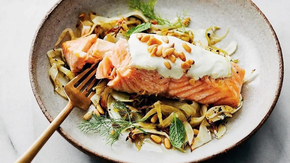 makanan sehat salmon bakar yogurt